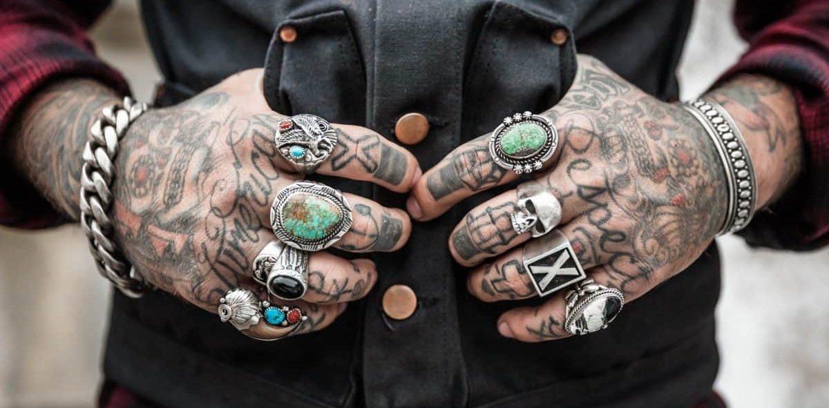 Unterarm kreuz tattoo mann Nacken tattoo